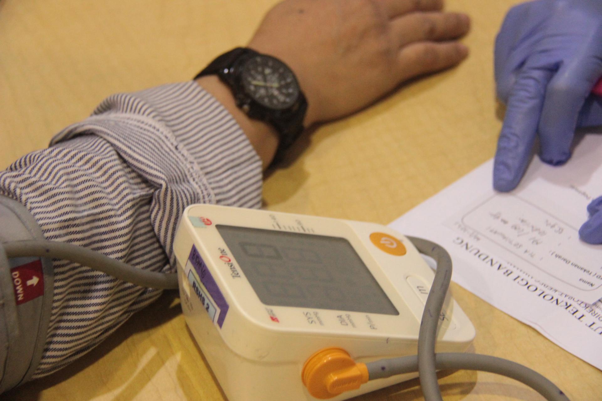 (Indonesia) Tenaga Kependidikan (Tendik) Kampus ITB Jatinangor Ikuti Program Vaksinasi COVID-19 di Sabuga